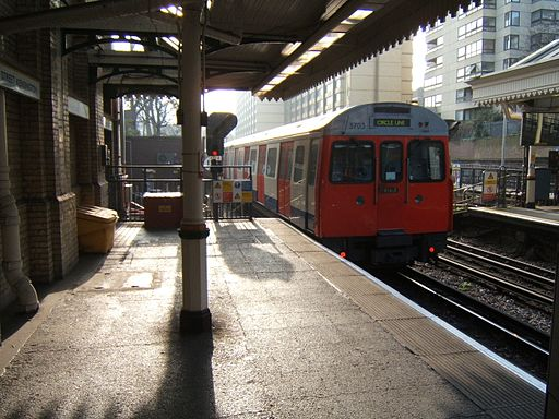 High Street Kensington circle line
