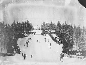 Holmenkollbakken - Holmenkollbakken in 1904, after the stone take-off had been built