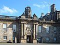 Holyrood Palace Entrance - panoramio.jpg