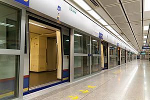MRT (Bangkok) - Platform screen door at all stations