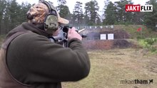 ファイル:Hunter firing in standing unsupported firing position shooting range Sweden video 01.webm
