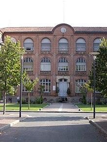 Universitaire >> Institut universitaire de formation des maîtres — Wikipédia