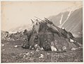 Inuit hut and family) - Curtis LCCN90710799.jpg