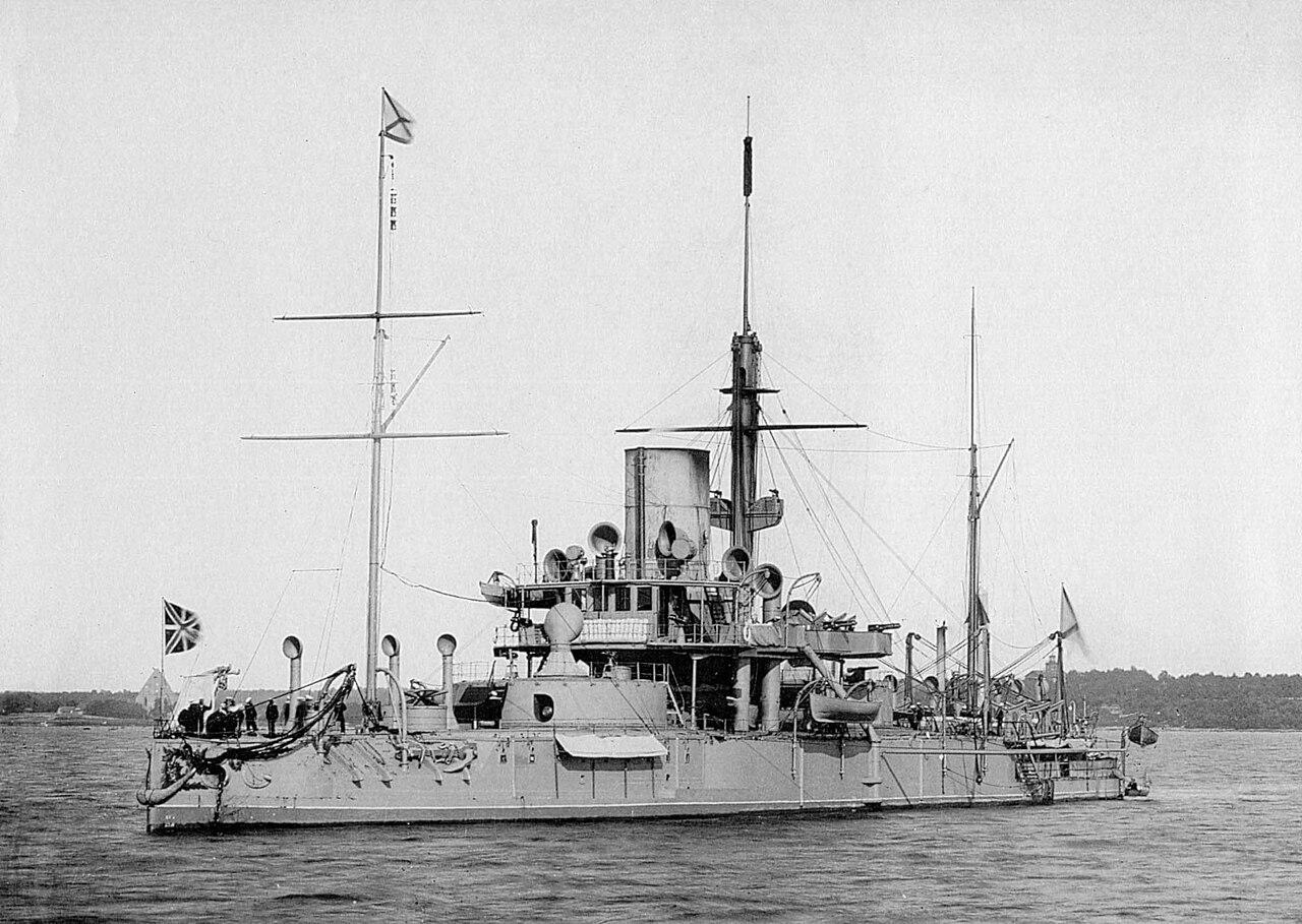 1280px-Ironclad_warship_Pyotr_Velikiy.jp
