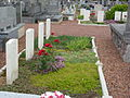 Isbergues (Pas-de-Calais) cimetière, sépultures militaires de la CWGC.JPG