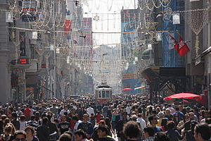 Istiklal busy afternoon.JPG