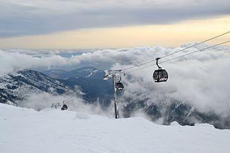 Jasná - Image: Jasná Ski Resort gondola lift Kosodrevina Chopok (4)