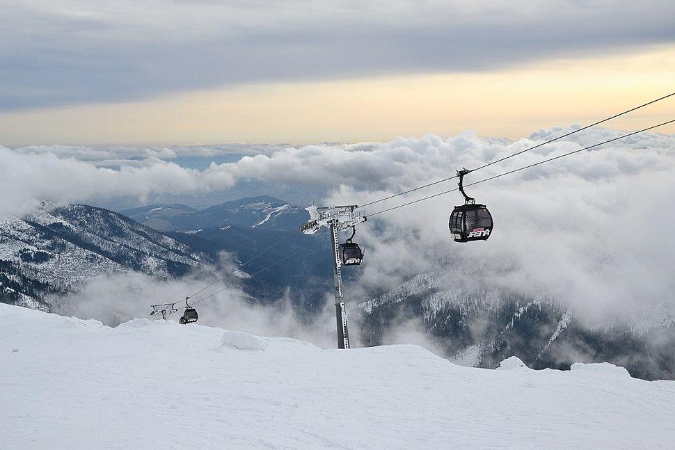 Jasn%C3%A1 Ski Resort - gondola lift Kosodrevina - Chopok (4)
