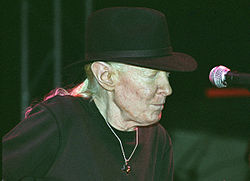 Johnny Winter (1).jpg