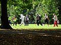 Kepikõndijad Tartu linna tervisepäeval maskoti juhtimisel Keskpargis, 22. september 2012.jpg