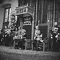 Koningin Juliana leest de troonrede voor, rechts prins Bernhard, Bestanddeelnr 920-7198.jpg