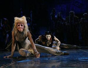 "Alonzo (cat) - Agnieszka Jaroszyńska-Kuruś as Fantazja and Robert Adamczewski as Alonzo in the musical ""Cats"" in Roma Musical Theatre in Warsaw, 6 December 2007."