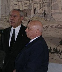 Ahmed Qurie et Colin Powell en 2004.