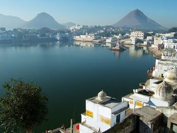 Lake of Pushkar Ajmer.jpg
