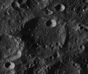 Lampland (lunar crater) - Image: Lampland crater 3121 med