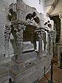 Lateral del sepulcro románico de la Magdalena (Zamora).jpg