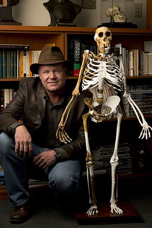 Lee Berger and sediba skeleton.jpg
