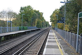 Leigh railway station looking towards Redhill in October 2008.jpg
