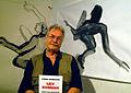 Leiv Warren Donnan, hier mit Werken im Atelier Rühmkorff 3 und einem Katalog vom KUBUS Hannover, 2012 während des Zinnober-Kunstvolkslaufes.jpg