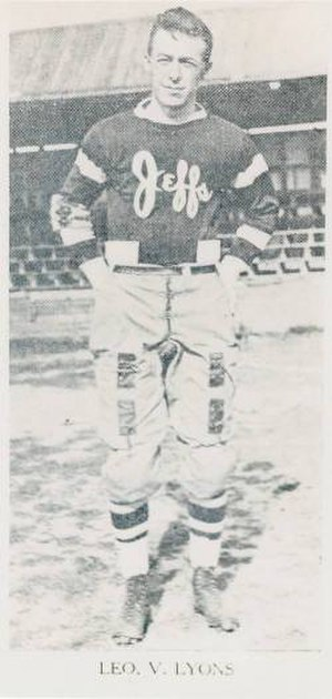 Leo Lyons (American football) - Leo Lyons playing for the Rochester Jeffersons