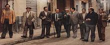 Leonardo Sciascia con amici a passeggio a Racalmuto