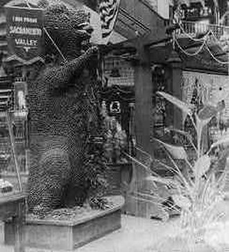 Lewis and Clark Centennial Exposition - The Prune Bear from the Sacramento Valley