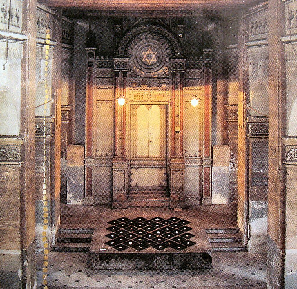 Liben synagogue interior aron.jpg