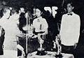 Lies Noor receiving an award Dunia Film 15 Jul 1954 p17.jpg