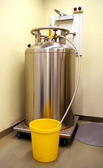 Tank with liquid nitrogen.