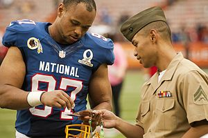Lorenzo Alexander - Alexander signing an autograph at the 2013 Pro Bowl