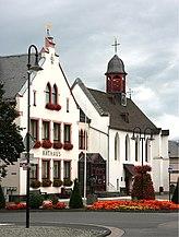 Mülheim-Kärlich - Rathaus u. Alte Kapelle (2009-08-02).jpg