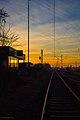 München Freiham, Sonnenuntergang über dem stillgelegten Bahnhof München-Freiham (14532668912).jpg