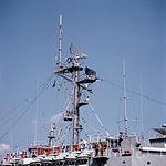 Main mast of USS Spiegel Grove (LSD-32) in 1988.jpeg