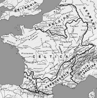 La Gallia all'alba delle guerre galliche. L'etnografia romana aveva suddiviso la Gallia in cinque parti: Gallia Belgica, Gallia Celtica (quasi esattamente corrispondente alla provincia della Gallia Lugdunensis), Gallia Cisalpina, Gallia Narbonensis e Gallia Aquitania.
