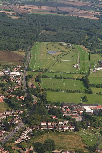 Market Rasen Racecourse - Image: Market Rasen De Aston School and the Racecourse (aerial) (geograph 3125732)