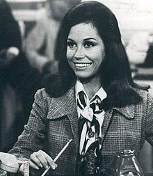 Mary Tyler Moore Show in 1977.jpg