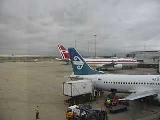 Melbourne International Airport By ╚ DD╔ from Male, Maldives (Melbourne  Uploaded by russavia) [CC-BY-SA-2.0 (http://creativecommons.org/licenses/by-sa/2.0)], via Wikimedia Commons