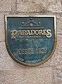 Messingschild der spanischen Hotelkette Paradores de Turismo.jpg