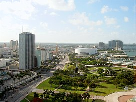 View of western side of Bayfront Park, northward on Biscayne Boulevard, circa 2004