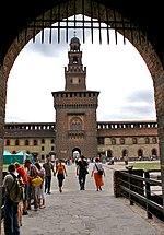 Castello Sforzesco: porta interna sul cortile della Piazza d'armi