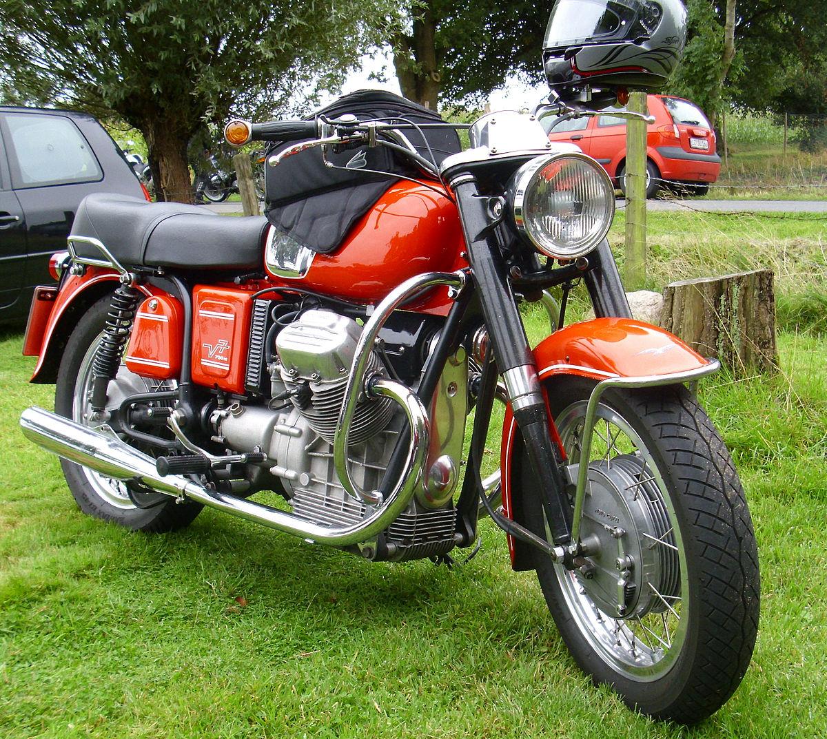 Moto Guzzi V7 01.jpg
