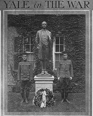 Captain Nathan Hale (statue) - Image: Nathan Hale statue flanked by two soldiers Yale University 1917