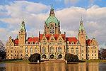 Neues Rathaus Hannover mit Maschteich1.jpg