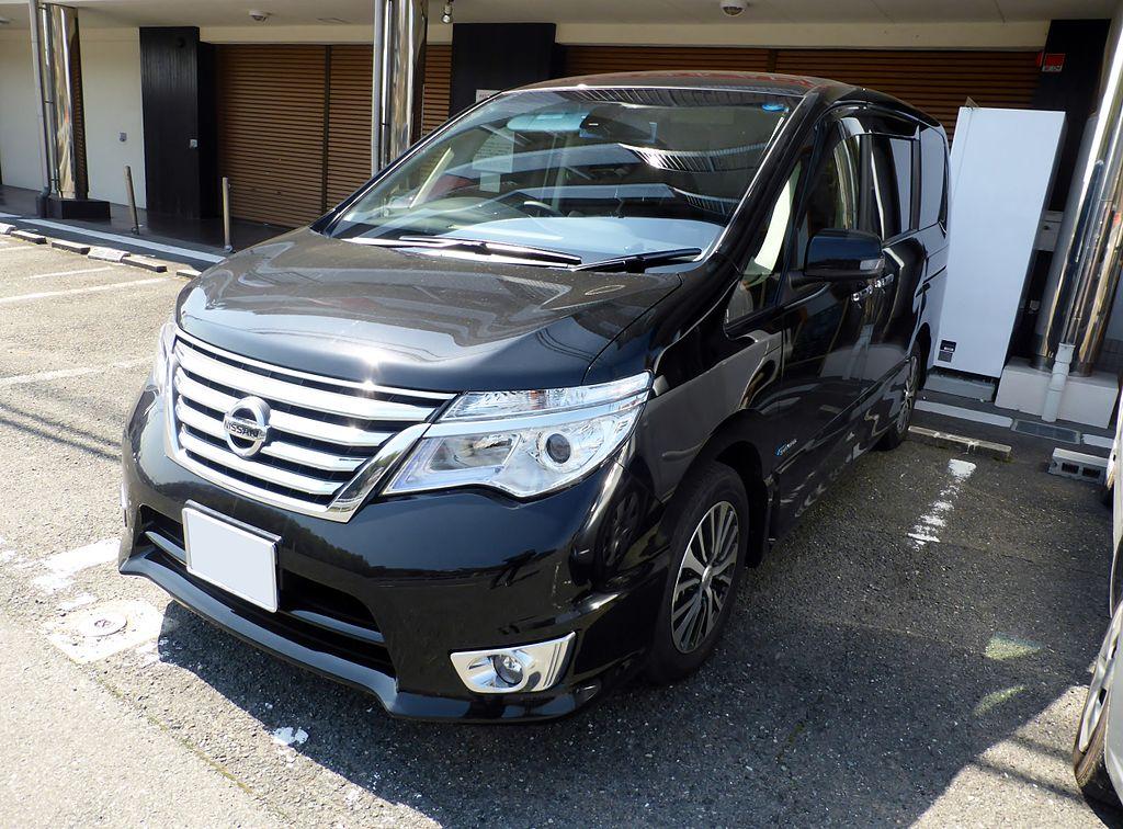 Nissan SERENA HIGHWAY STAR S-HYBRID (C26) front.JPG