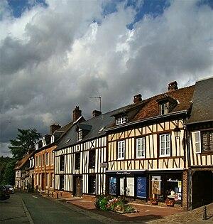 Lyons-la-Forêt - Image: Normandie Eure Lyons 1 tango 7174