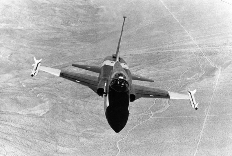 File:Northrop YF-5A with sidewinder missiles 060905-F-1234S-003.jpg