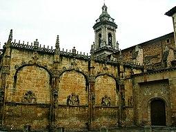 Exterior del claustro y torre