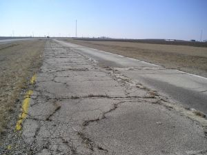 Roadgeek - An abandoned early U.S. Route 66 alignment in southern Illinois in 2006.