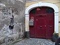 Olomouc, Vodární 3 a 5, malba a dveře.jpg