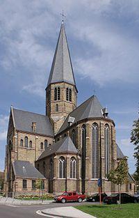 Onze-Lieve-Vrouw van Bijstandkerk te Aalst Zicht aan de koorzijde.jpg